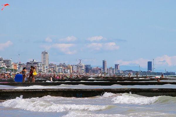 עיירת החוף יֶסוֹלוֹ (Jesolo) ליד ונציה