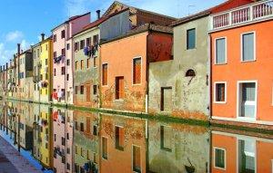 הבתים הצבעוניים של בורנו